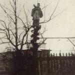 La statua di S.Giovanni Nepomuceno di fronte alla casa di famiglia Wiecki